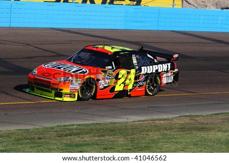 AVONDALE, AZ - NOVEMBER 15: Jeff Gordon (24) competes in the NASCAR Sprint Cup Series, Checker O'Reilly Auto Parts 500 at Phoenix International Raceway on November 15, 2009 in Avondale, AZ.