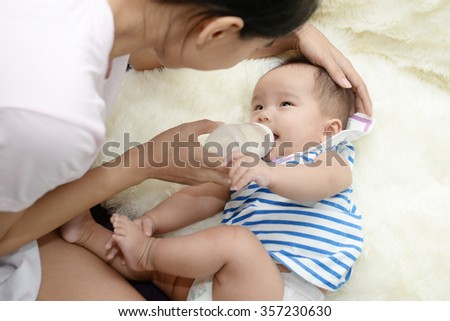 Baby and Mom : Moments of happiness between mother and child.