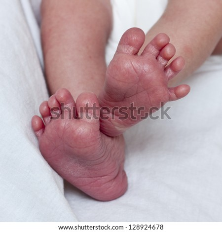 baby feet, two days