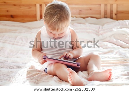baby with tablet PC