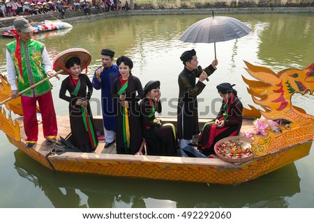 BAC Ninh, Vietnam, April 10, 2016 festival, folk singing on the boat. Intangible Heritage of Humanity, held at the lakes Bac Ninh, Vietnam