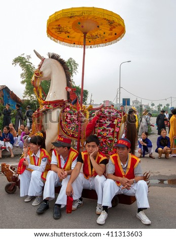 BAC Ninh, Vietnam, April 19, 2016 youth groups, to participate in the relay, Temple Festival in Bac Ninh, Vietnam, worship Ly