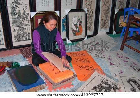 BAC Ninh, Vietnam, February 19, 2016 the woman, as artisans, folk, Dong Ho, Bac Ninh, Vietnam