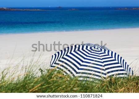 background picture of a summer beach with sunshade