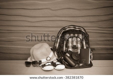 bag,hat and sunglasses with wooden wall