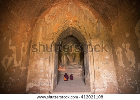 Bagan,Myanma - Dec 13 ;Unidentified Buddhism neophyte prays in Buddihist temple on December 13, 2015 in Bagan, Myanmar. Southeast Asian neophyte praying in a Buddihist temple - stock photo