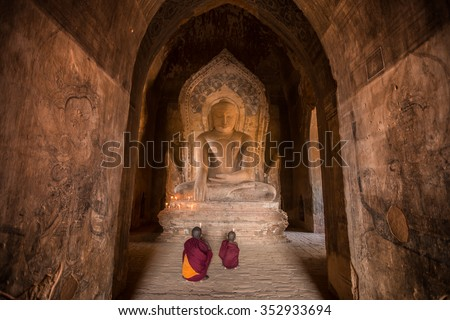 Bagan,Myanmar - Dec 13 ;Unidentified Buddhism neophyte prays in Buddihist temple on December 13, 2015 in Bagan, Myanmar. Southeast Asian neophyte praying in a Buddihist temple - stock photo