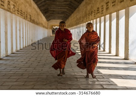 BAGAN, MYANMAR - MARCH 15: Unidentified young Buddhism novices at Shwezigon temple on March 15, 2011 in Bagan. Buddhism is predominantly of the Theravada tradition, practised by 89% of the population.