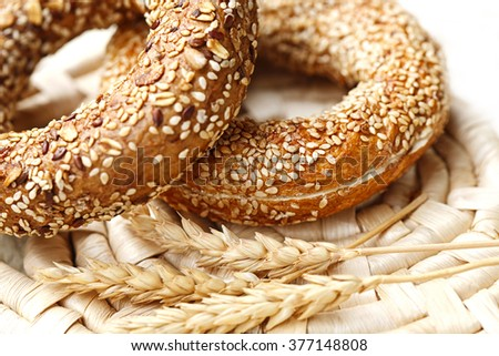 bagel with sesame seed