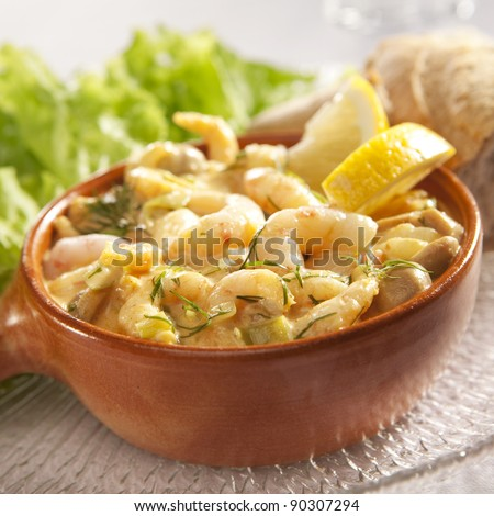 Baked shrimps cocktail with bread and lettuce