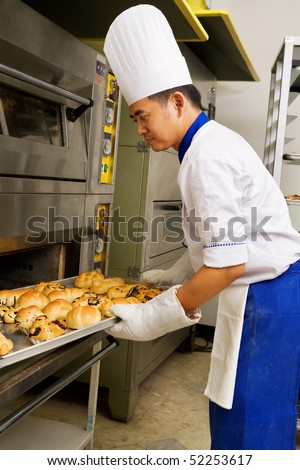 Baker taking the sweet bread from the oven