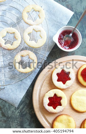 Baking of freshly baked cookies, lintserskoe cookies with jam. Christmas cookies