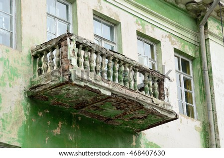 balcony in disrepair in the old building