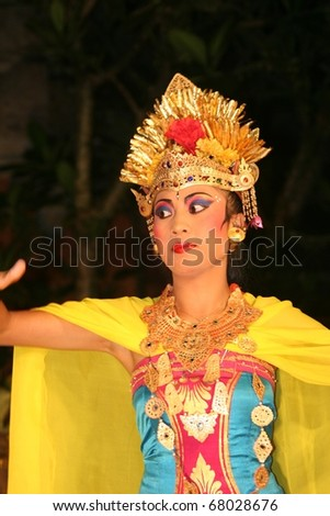 BALI - APRIL 7 : girl performing traditional Indonesian dance at Ubud Palace Bali theater on April 7, 2007 in Bali, Indonesia.