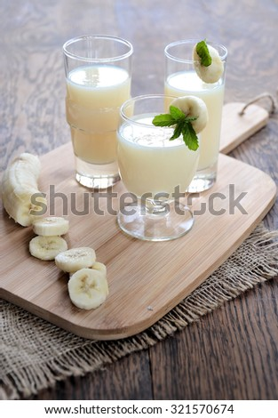 banana smoothie with mint, organic products