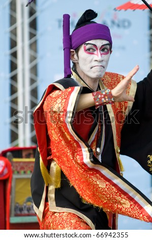 BANGKOK - DECEMBER 10: Happy Yoshizawa-ya, a Japanese father/daughter team, performs Kabuki Magic at Bangkok International Street Show in Lumpini Park on December 10, 2010 in Bangkok, Thailand.