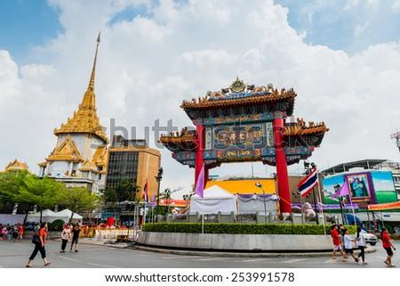 BANGKOK - FEBRUARY 19 : The Gateway Arch (Odeon Circle) and Golden Buddha Temple, Landmark of Chinatown in Chinese New Year celebrations on February 19, 2015 at Yaowaraj road, Bangkok, Thailand - stock photo