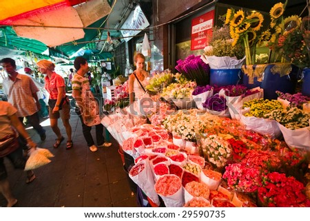 BANGKOK - JULY 31 : Flower market on the street July 31, 2007 in Bangkok.  There are many beautiful and cheap flowers at this market not far from Chao Phraya River in Bangkok.
