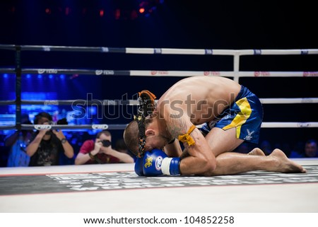 """BANGKOK - JUNE 9: Muay Thai Super Welterweight World Championship - Joe Schilling's (USA) praying ritual before the fight at """"BATTLE FOR THE BELTS"""" event on June 9, 2012 in Bangkok, Thailand - stock photo"""