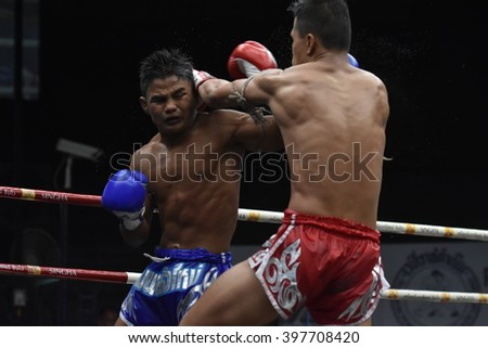 BANGKOK - MAR13: Phet Michai Phet Saman Muaythai (Blue) fights with Phet Narin Athikhom Gym in thai boxing competition - Battle Of Sor.Sommai at Rajadamnern stadium on March 13, 2016 in Bangkok.