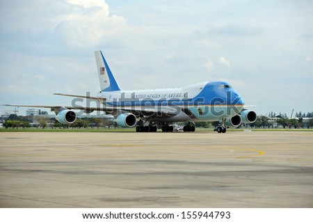 BANGKOK - NOV 18: Air Force One taxis on the runway at Don Muang International Airport as US president Barack Obama begins his historic Southeast Asian tour on Nov 18, 2012 in Bangkok, Thailand.