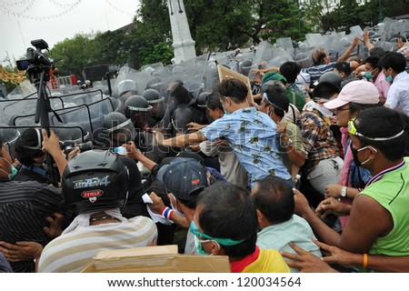 BANGKOK - NOV 24: Nationalist anti-government protesters from Pitak Siam clash with riot police at a rally on Makhawan Bridge on Nov 24, 2012 in Bangkok, Thailand. - stock photo