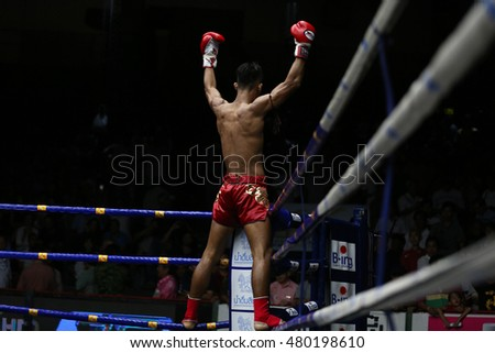 BANGKOK - SEP4:Sun Thin Kiat Mu 4 (Red) fights with Dao Dang Boriphat Buriram in thai boxing competition - Battle Of Petchwised at Rajadamnern stadium on September 4,2016 in Bangkok.