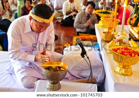 BANGKOK,THAI -APRIL 26 :Unidentified Teachers and pupils attend a ceremony Wai Kru traditional(respect teacher)to pay homage to sacred ceremonies are held annually on April 26.2011 in Bangkok,Thailand