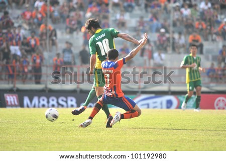 BANGKOK, THAILAND - APRIL 21 : unidentified players in action at Thai Premier League (TPL) between Thai Port FC (O) vs TTM Changmai (G) on April 21, 2012 at PAT Stadium in Bangkok, Thailand