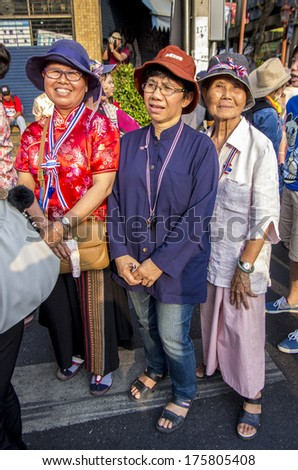Bangkok, Thailand - FEB 1, 2014: Anti-government protesters in  Bangkok's Chinatown waiting for Suthep Thaugsuban, the PDRC leader during a march.