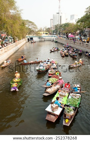 BANGKOK,THAILAND - FEBRUARY 12 : New floating market along the canal ,The event aims to recapture historical Thai canal culture and traditional Thai foods on February 12,2015 in Bangkok,Thailand.