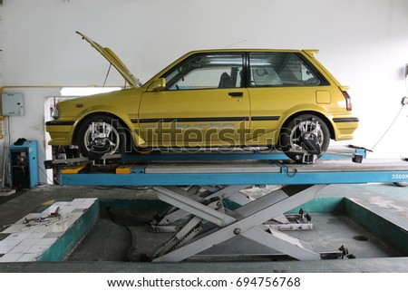BANGKOK,THAILAND   JULY 6, 2017: Toyota Starlet Tire Balance And  Maintenance In