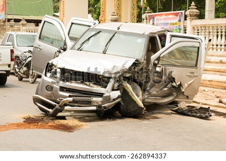 BANGKOK, THAILAND -march 21, 2015: show cars damaged in an accident on 