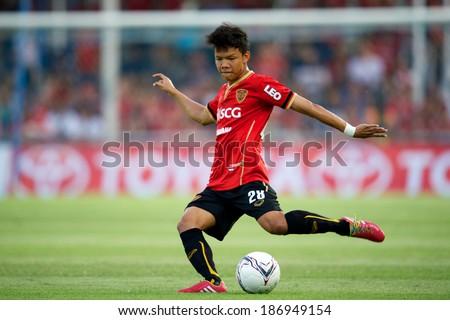 BANGKOK THAILAND-MARCH 08:Suriya Singmui #28 (red) of Muangthong Utd. in action during Thai Premier League between TOT S.C.and Muangthong Utd.at TOT Stadium on March 08, 2014,Thailand - stock photo