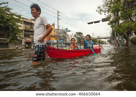 BANGKOK , THAILAND - NOVEMBER 9, 2011 :  Bangkok, Thailand 2011, during the big floods that affected several provinces. Moving becomes difficult, people use small boats and canoes to move around.  - stock photo
