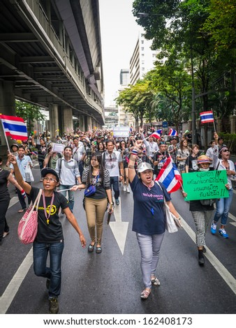 BANGKOK, THAILAND - NOVEMBER 11, 2013: Protesters walking on the road in front of the police headquarter to fight against amnesty bill.