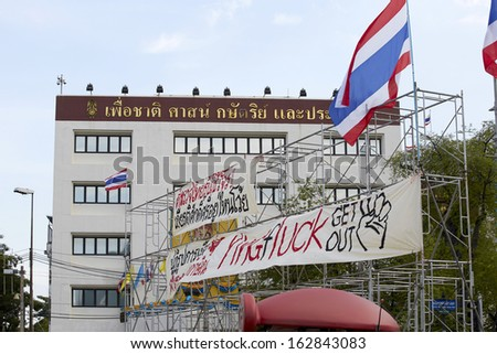 BANGKOK THAILAND-NOVEMBER 10 : Thailand Protesters protest by against the government corruption and the controversial amnesty bill at Makkhawan intersection on November 10, 2013