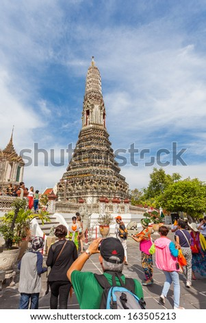 BANGKOK, THAILAND - NOVEMBER 10 : Wat Arun is one of the main attractions that tourists come to appreciate the beauty in Bangkok on 10 november 2013