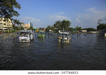 BANGKOK, THAILAND - OCTOBER 16: Huge flood disaster in Thailand. As a result, unidentified people have to be evacuated from their houses - October 16, 2011 in Bangkok, Thailand