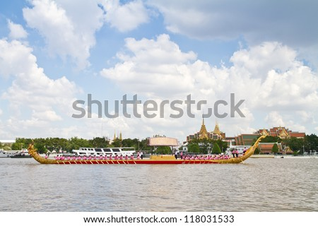 BANGKOK,THAILAND- OCTOBER25:The Royal Barge procession exercise on the occasion for Royal Kathin ceremony which will take place at Wat Arun Ratchavararam, October 25,2012 in Bangkok,Thailand