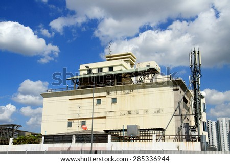 BANGKOK-THAILAND-OCTOBER 10 : View of the Old building near highway & blue sky on October 10, 2014 Bangkok, Thailand.