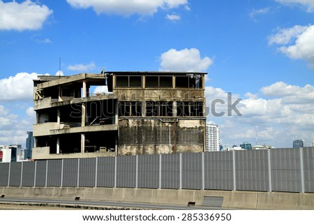 BANGKOK-THAILAND-OCTOBER 10 : View of the Old building near highway & blue sky on October 10, 2014 Bangkok, Thailand. - stock photo