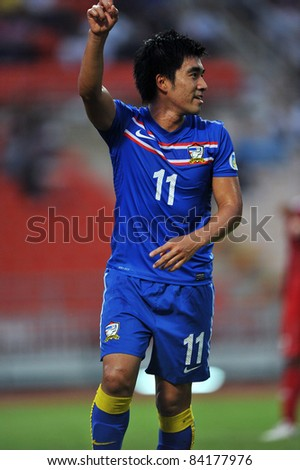 BANGKOK THAILAND - SEPTEMBER 6 : R.Vivatchaichok of THA in action during FIFA WORLD CUP 2014 (Round 3), between Thailand(B) and Oman(R) at Rajamangla Stadium on September 6, 2011  Bangkok, Thailand.
