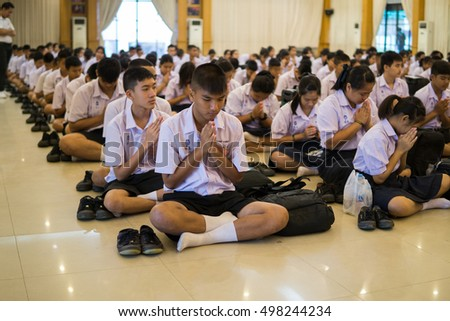 BANGPROK PATHUMTANI THAILAND OCTOBER 2016 : Unidentified students pray Buddhism psalm on October 12 2016 in Pathumwilai school,Pathumtani,Thailand