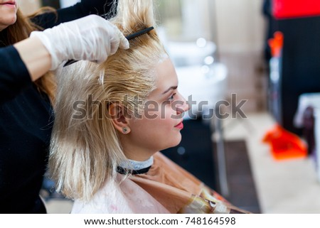 barber making hair coloring