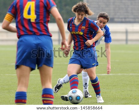 BARCELONA - APR 18: F.C Barcelona women's football team play against RCD Espanyol on April 18, 2010 in Barcelona, Spain. Superliga (Women's Football Spanish League) match.