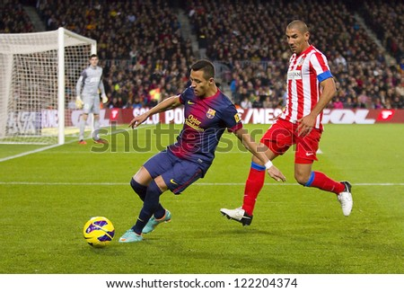 BARCELONA - DECEMBER 16: Alexis Sanchez (L) of FCB in action at the Spanish League match between FC Barcelona and Atletico de  Madrid, final score 4 - 1, on December 16, 2012, in Barcelona, Spain.