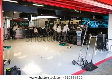 F1 garage stock images royalty free images vectors for Garage mercedes gap