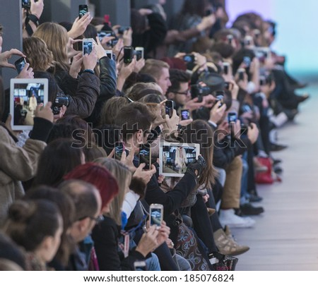 BARCELONA - JANUARY 30: The audience takes pictures and records the Albeniz catwalk during the 080 Barcelona Fashion runway Fall/Winter 2014 on January 30, 2014 in Barcelona, Spain.