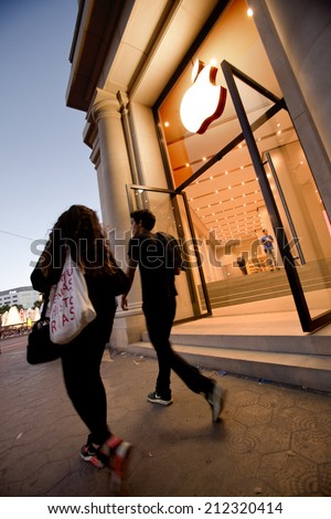 BARCELONA - MAY 23: Shoppers at the Apple store in the city centre of Barcelona on May 23, 2014 in Barcelona, Spain - stock photo